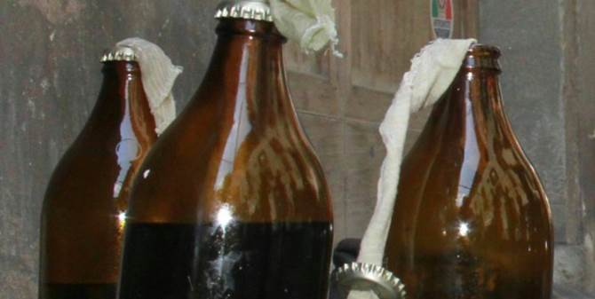 Bottiglia incendiaria, immagine di repertorio