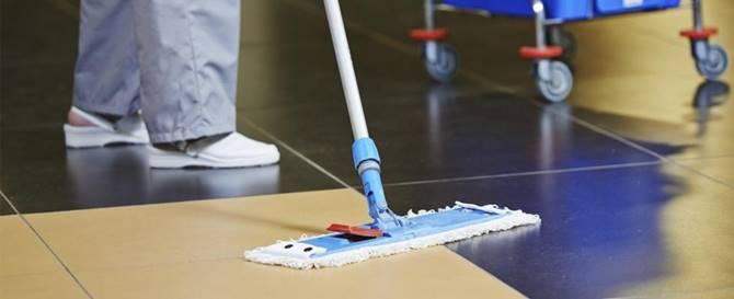 Operatore impiegato nelle pulizie