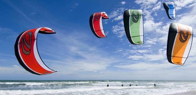 Kite surf sulla spiaggia