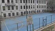 Cosenza: ex mensa scolastica di Piazza Amendola, continua l'occupazione degli ultras