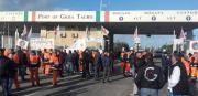 I portuali in protesta