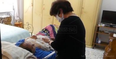 Malato e immobilizzato, gli tolgono la pensione perché il medico dell'Inps non va a domicilio