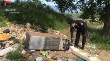Montalto, beccati dalle telecamere ad abbandonare rifiuti: multe per 12mila euro