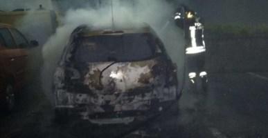 Vibo Valentia, in fiamme l'auto di un parroco: avviate le indagini