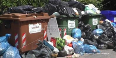 Scalea, ritardi nei pagamenti: scatta l'emergenza rifiuti