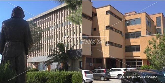 In foto, a sinistra l'ospedale di Paola, a destra l'ospedale di Cetraro