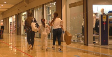 Lamezia, riapre il centro commerciale: si tenta di tornare alla normalità