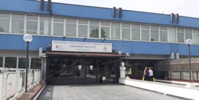 Assenteismo all'ospedale di Lamezia, chiesto il processo per direttore e funzionario
