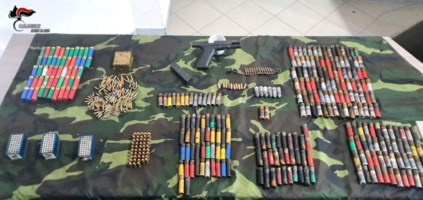 Bunker, pistola con munizioni ed esplosivo scoperti nella Locride