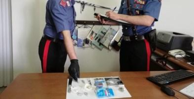 Assembrati in casa con marijuana e cocaina: denunciati quattro giovani nel Cosentino