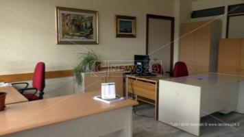 Uffici deserti a Lamezia