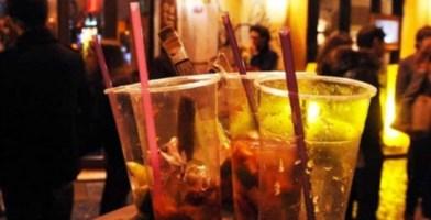 Reggio Calabria, in 20 a fare l'aperitivo seduti al bar: multe
