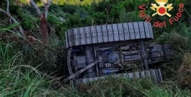 Si ribalta con il trattore a Soveria Simeri: ferito gravemente il conducente
