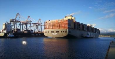 Tra le navi più grandi al mondo, gigante del mare approda a Gioia Tauro