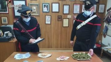 Marijuana e banconote: due giovani nei guai a San Giovanni in Fiore