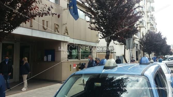 Le indagini della polizia portarono all'arresto degli aggressori