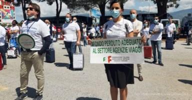 Fase 2 Calabria, il settore viaggi protesta a Lamezia Terme: «Vogliamo ripartire»