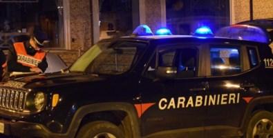 Gioia Tauro, forza posto di blocco in moto e fugge: arrestato un 20enne
