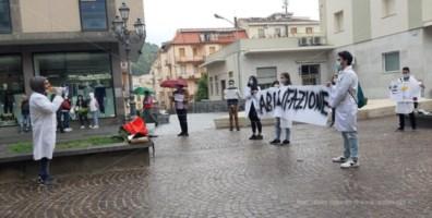 La protesta dei neolaureati in Farmacia: «Basta esame di Stato. Abilitazione subito»