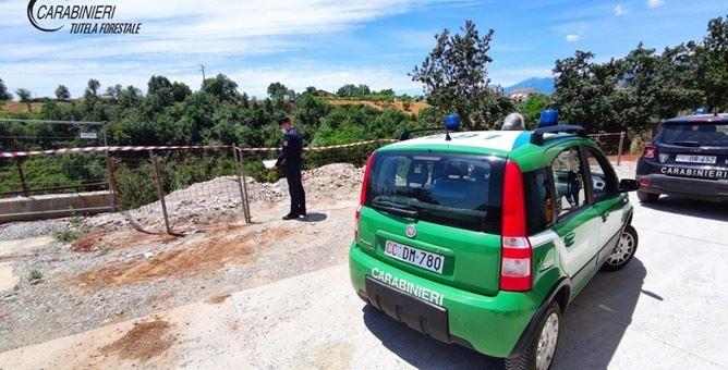 i carabinieri sul luogo del sequestro a Firmo