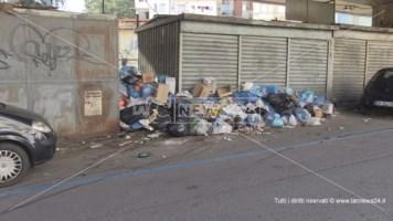 Caos rifiuti a Cosenza, scontro sulle tariffe tra l'Ato e il Consorzio Valle Crati