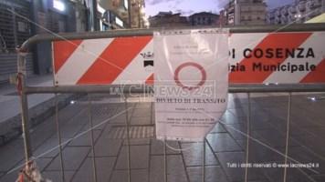 La transenna collocata in Piazza Bilotti