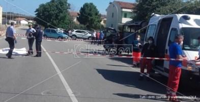 Incidente a Catanzaro, travolto da un'auto in corsa: muore 75enne