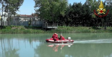 Dramma in Veneto, scivola nel fiume e la corrente lo porta via: morto 11enne
