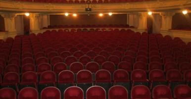 Produzioni teatrali in Calabria, la Giunta ripristina i fondi tagliati da Oliverio