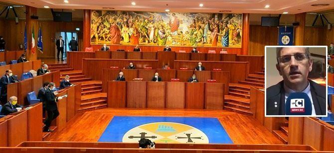 Il Consiglio regionale e nel riquadro Raffaele Sainato