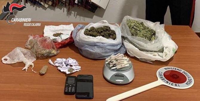 Il materiale sequestrato dai carabinieri di Gioia Tauro