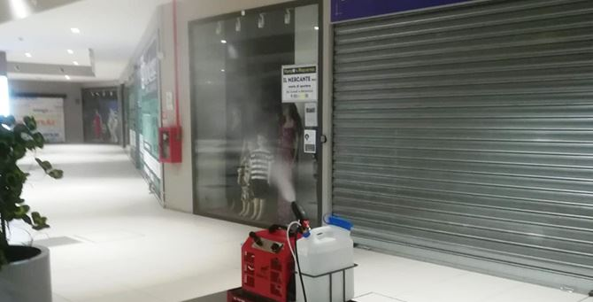 Le operazioni di sanificazioni all'interno del Vibo Center