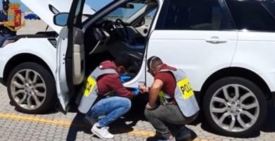 Una delle auto poste sotto sequestro a Gioia Tauro