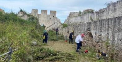 Il Castello di Bivona ripulito da erbacce e rifiuti, il sindaco: «Presto riaprirà»