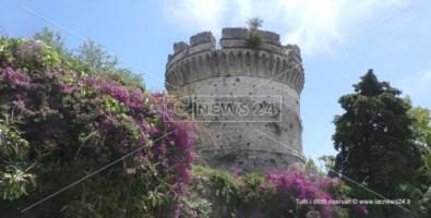 La torre del castello del principe di Belvedere Marittimo