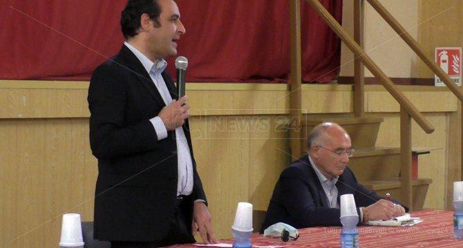 Un moment dell'incontro organizzato dai sindaci di Maida e Jacurso