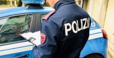 Cosenza, minaccia e tenta di investire operatori di una associazione: arrestato