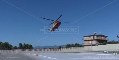 Bimbo precipita dal balcone, trasferito d'urgenza in elisoccorso a Cosenza