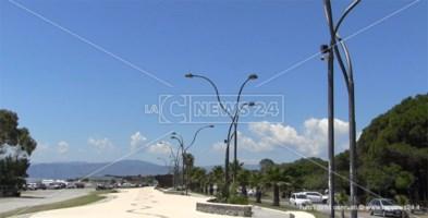 Le telecamere puntate su un tratto di lungomare in località Giovino a Catanzaro