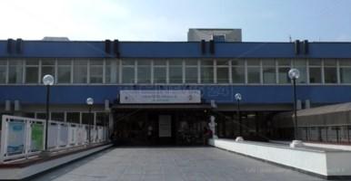 Ospedale di Lamezia, mancano mascherine. Gli infermieri: «Usiamo sempre la stessa»