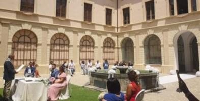 Il matrimonio celebrato nel chiostro del Comune di Castrovillari