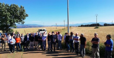 Ambientalisti davanti alla discarica di Campolescia