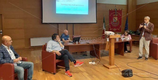 Un momento dell'incontro con l'esperto Ferdinando Laghi