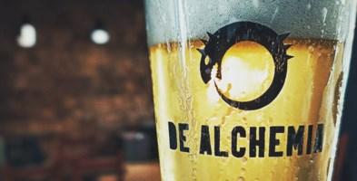 Un boccale di birra di De Alchemia