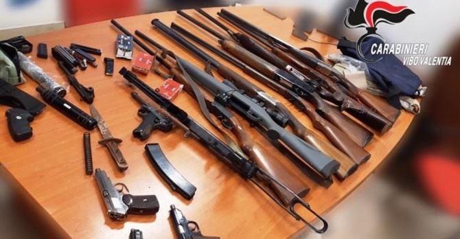 Le armi trovate a Stefanaconi