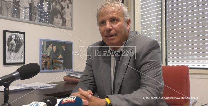Pino Pascale durante la conferenza stampa