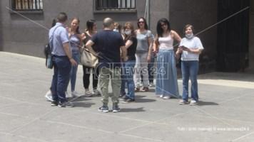 I lavoratori della Cooperativa Adiss davanti al Comune di Cosenza