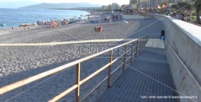 Una delle passerelle installate su lungomare di Catanzaro marina