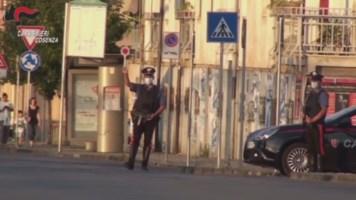 Posto di blocco dei carabinieri in Via degli Stadi a Cosenza