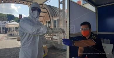 Coronavirus, nell'aeroporto di Lamezia Terme continuano i tamponi gratuiti e volontari